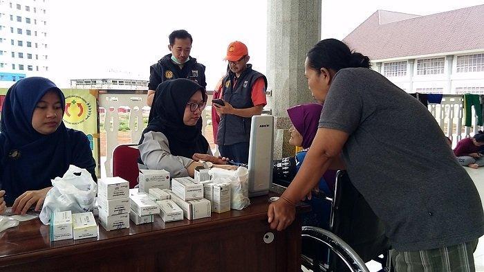 Korban Banjir yang Mengungsi di Masjid KH Hasyim Asyari Alami Gangguan Pernapasan dan Penyakit Kulit