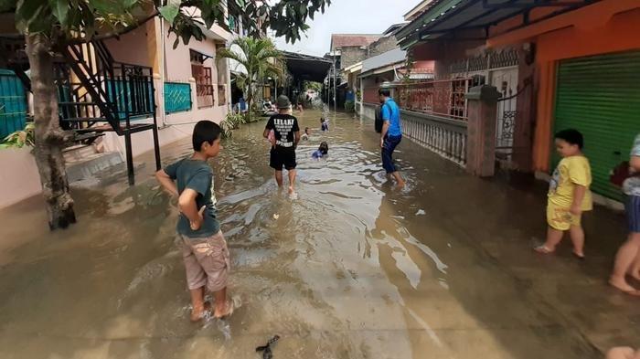 Korban banjir di Kecamatan Periuk, Kota Tangerang kini banyak yang mengalami sakit.