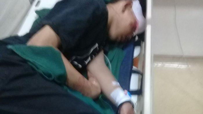 Dua Remaja Terkapar Setelah Diserempet Minibus di Flyover Slipi