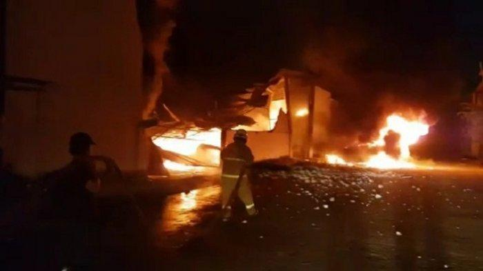 Kebakaran Hebat Melanda Kompleks Pergudangan di Kosambi, Kabupaten Tangerang