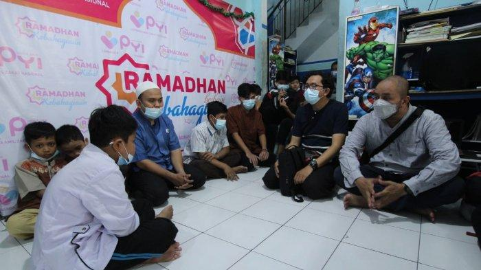 Komunitas Taman Potret (Kotret) menggelar aksi sosial bertajuk Kotret Ramadan Berbagi, bertempat di Gedung Museum Juang Taruna, Kota Tangerang, Kamis (6/5/2021).