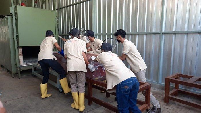 Jenazah Covid-19 Hanya Tunggu Kurang 24 Jam untuk Kremasi di TPU Tegal Alur
