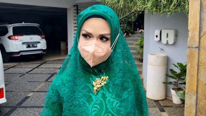 Krisdayanti ketika dijumpai di rumahnya, kawasan Pasar Minggu, Jakarta Selatan, Sabtu (20/3/2021).