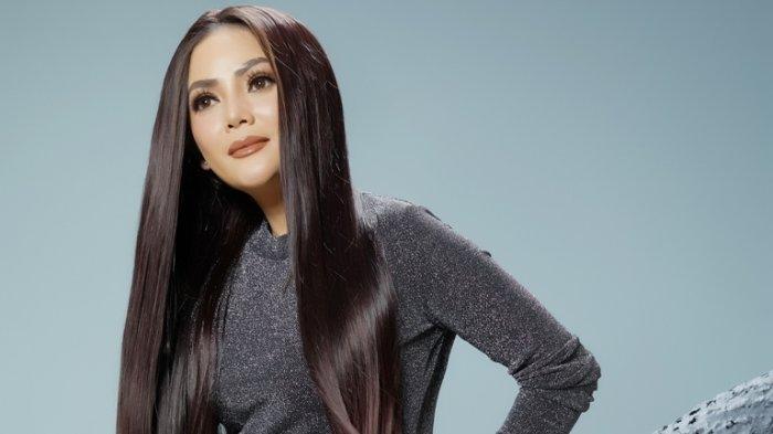 Diva Dangdut Kristina mengenalkan lagu You ciptaan Suto Pranto. Lagu You dirilis Kristina, Senin (28/9/2020).