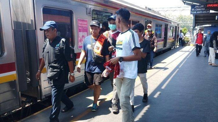Tambah 15 Unit Rangkaian KRL Lintas Cikarang, Kedatangan Kereta di Stasiun Hanya 30 Menit Sekali