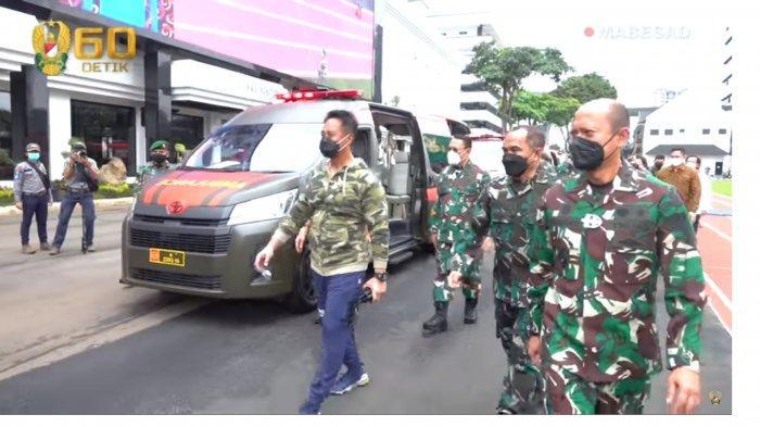 VIDEO KSAD Jenderal Andika Terima Hibah Enam Ambulans Toyota Hi Ace dari Perusahaan Gula