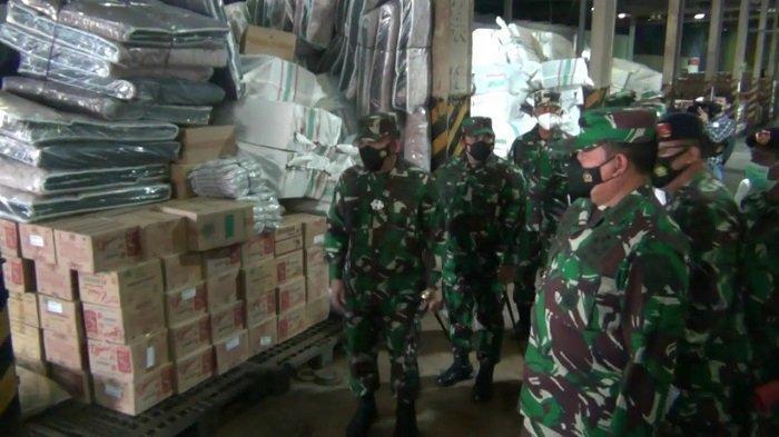 TNI AL KerahkanKRI Tanjung Tanjung KanbaniKirim 700 Ton Bantuan Logistik Bagi Korban Bencana NTT