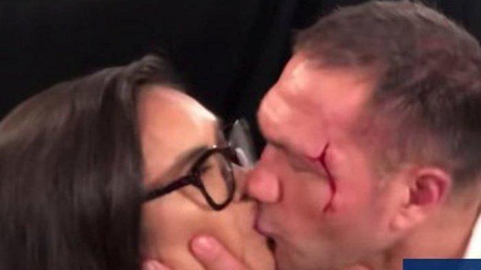 Video Petinju Mencium Bibir Reporter Saat Diwawancarai Akhirnya Didenda 2500 Dolar AS