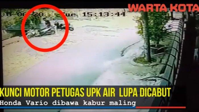 Terekam CCTV, Video Petugas Pembersih Kali Lupa Cabut Kunci, Vario Dibawa Kabur