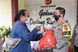 Polres Bogor Distribusikan Daging Kurban Bagi Masyarakat Terdampak Covid-19