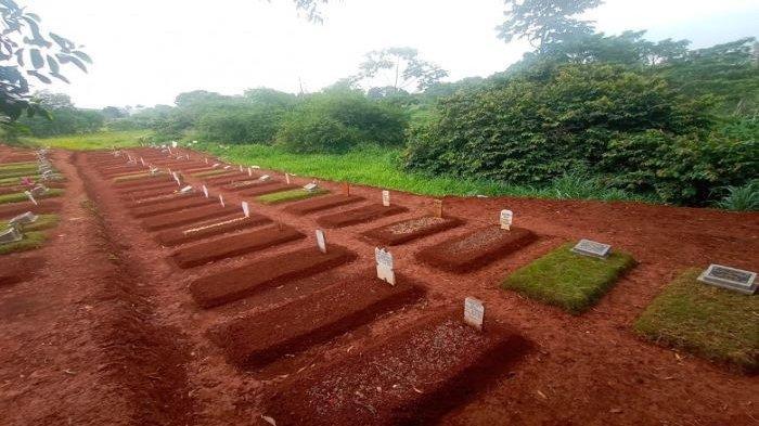 7 Makam Pasien Covid-19 di Depok Amblas, Ada Juga Papan Nisan yang Miring