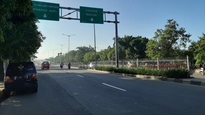 Jalan I Gusti Ngurah Rai dari Jatinegara Menuju Cakung dan Sebaliknya Terpantau Sepi