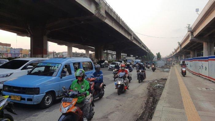 VIDEO Traffic Update: Jalan DI Panjaitan Padat Merayap, Kalimalang Ramai Lancar Pukul 17.00
