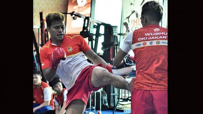 Haris Sofyan saat berlatih di pelatda Wushu DKI Jakarta untuk persiapan pertandingan di PON XX Papua