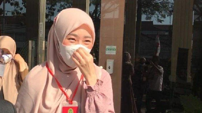 Larissa Chou saat tiba di Pengadilan Agama Cibinong, Kabupaten Bogor, Rabu (16/6/2021)