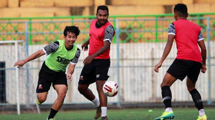 Striker Madura United Kevy Sahertian Jalani Sejumlah Variasi Latihan Selama PPKM Darurat Jawa-Bali