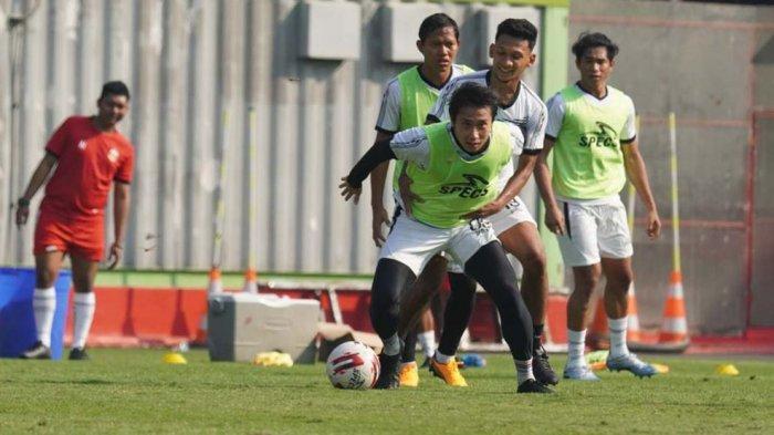 Para pemain Bhayangkara FC tetap rutin belatih jelang Liga 1 bergulir awal November ini kalau ijin dari Polri keluar