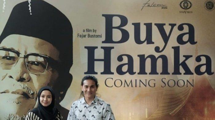 Aktor Vino Bastian dan Laudya Cynthia Bella saat dikenalkan ke publik memerankan Buya Hamka dan Sitti Raham di film 'Buya Hamka' di Kantor Falcon Pictures, Jalan Duren Tiga, Pancoran, Jakarta Selatan, Senin (25/3/2019).