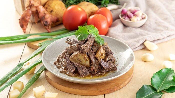 Menu Rendang Paru yang merupakan produk kuliner dari Laukita. Startup makanan siap saji besutan bintang film dan penyanyi Dimas Beck ini menawarkan program kemitraan untuk menjadi reseller dari produk Laukita.