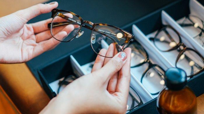 Optik SATURDAYS Hadirkan Home Try On, Periksa, Pilih dan Beli Kacamata Tanpa Harus Keluar Rumah