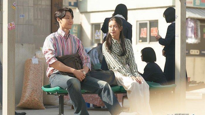 Lee Do Hyun dan Go Min Si tampil dalam drama Korea terbaru berjudul Youth of May. Drama Korea berlatar belakang sejarah Korea tahun 1980-an ini bakal ditayangkan pada Mei 2021 mendatang.