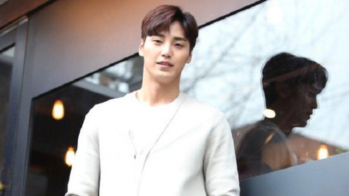 Lee Tae Hwan Bakal Beradu Akting dengan Son Ye Jin dalam drama Korea 39