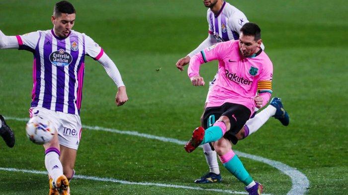 Aksi Lionel Messi saat menciptakan gol ke gawang Valladolid sekaligus gol ke-644 selama bermain di Barcelona