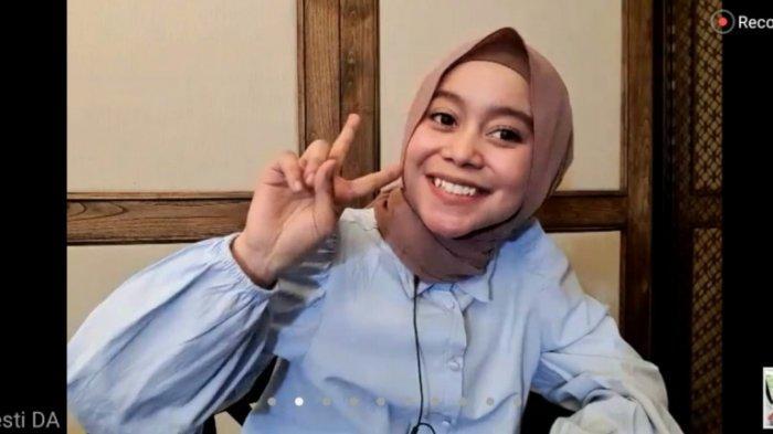 Lesti Kejora saat jumpa pers virtual, Jumat (14/8/2020). Setelah dirilis pada 5 Agustus 2020, lagu 'Kulepas Dengan Ikhlas' yang dinyanyikan Lesti Kejora menjadi trending nomor satu YouTube Indonesia dan mengalahkan lagu 'Cuek' yang dinyanyikan Rizky Febian.