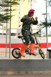 Marinir yang hobi bersepeda.