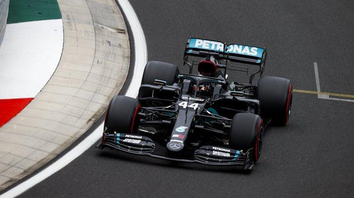 Hamilton saat beraksi diajang balapan F1