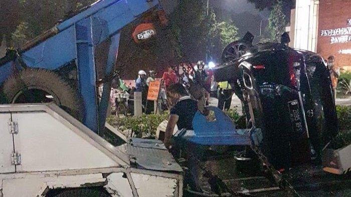 Mobil Lexus Pelat RFS Terguling di Bundaran Senayan saat Hindari Penyekatan, Polisi: Bukan Pejabat