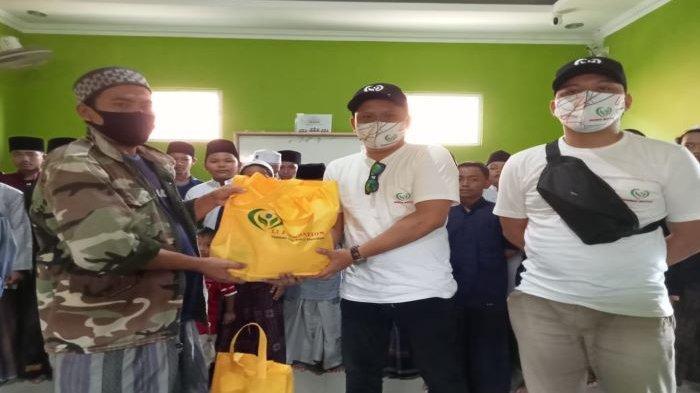 Ali Rachmat SalimGandeng Li Foundation Bagikan Ratusan Sembako di Bogor, Ini Kata Ustaz Jajang