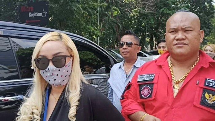 Lia Ladysta Datang Penuhi Panggilan Polisi Setelah Dilaporkan Syahrini pada Maret 2019
