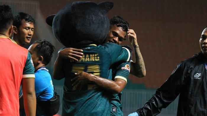 Dokter Tirta Mandira Hudhi Berharap Kompetisi Sepak Bola Indonesia Tetap Bergulir