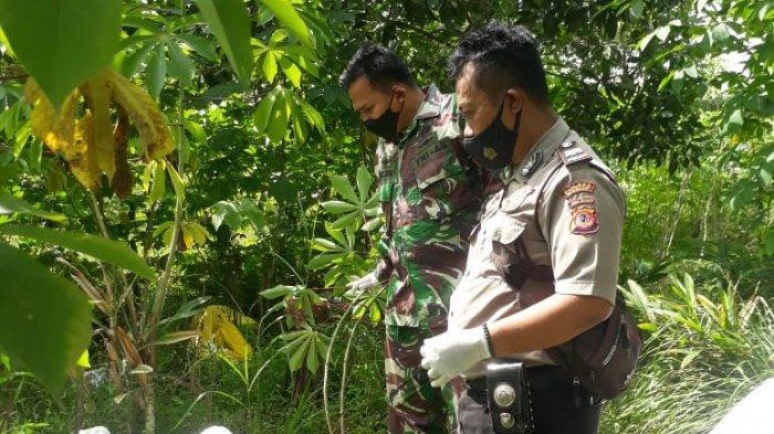 Petugas Polsek Parung Panjang Polres Bogor bersama Satgas Covid-19 Kabupaten Bogor menyelidiki kasus pembuangan limbah medis di Tenjo, Kecamatan  Parung Panjang, Kabupaten Bogor (3/2/2021)