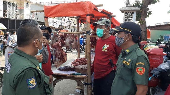 Linmas Bojonggede Kabupaten Bogor Keliling Pasar Ingatkan Warga Terapkan Protokol Kesehatan