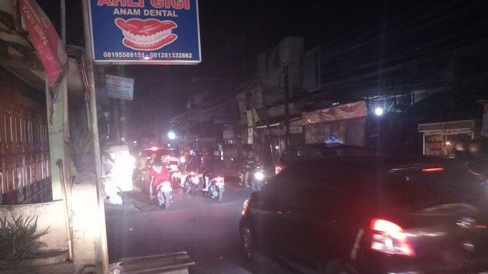 Sejumlah Wilayah di Bekasi Masih Padam, Aktivitas Warga Terganggu