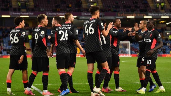 Para pemain Liverpool rayakan kemenangan penting lawan Burnley. Kemenangan telak 3-0 membawa Liverpool kembali ke 4 besar dan berpeluang raih tiket Liga Champions
