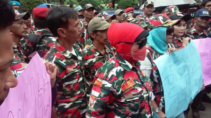 Sebanyak 200 Anggota Laskar Merah Putih Geruduk PN dan Kejari Jakut Cari Pencatut LMP