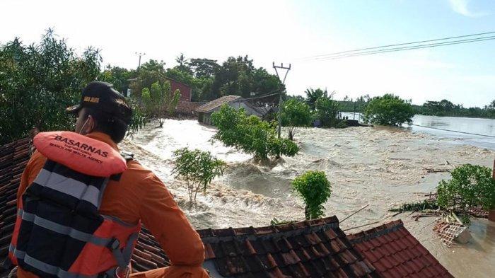 BERITA POPULER Tanggul Citarum Jebol: Kisah 3 Desa Terendam Sampai Pengungis Terlunta-Lunta