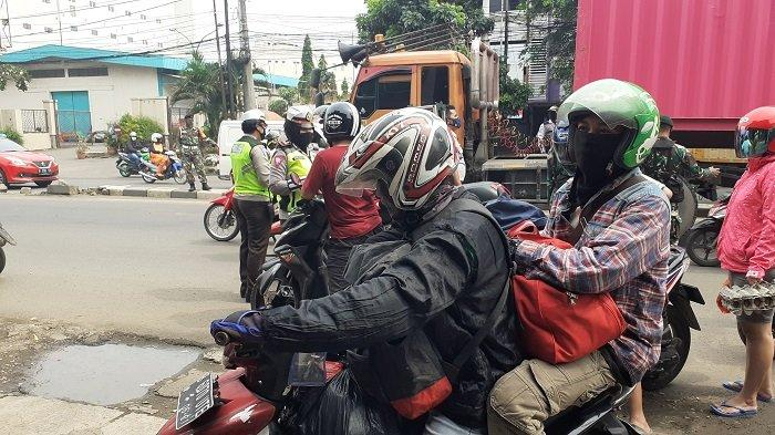 Dibantu Hujan Deras, Pemotor Ini Lolos Mudik ke Jawa Tengah