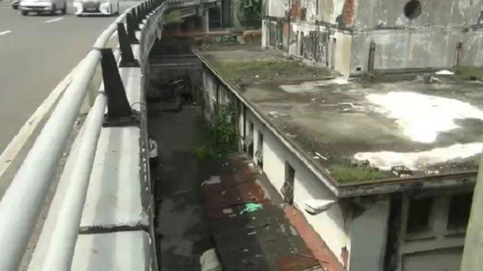 Pemuda Lompat dari Jalan Layang Kemayoran ke Gedung Tua di Pademangan Viral di Media Sosial