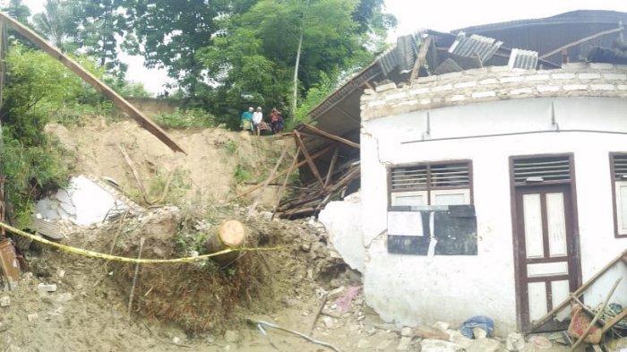 Hujan Deras Berintensitas Tinggi Mengakibatkan Tanah Longsor, Lima Warga Pamekasan Meninggal Dunia