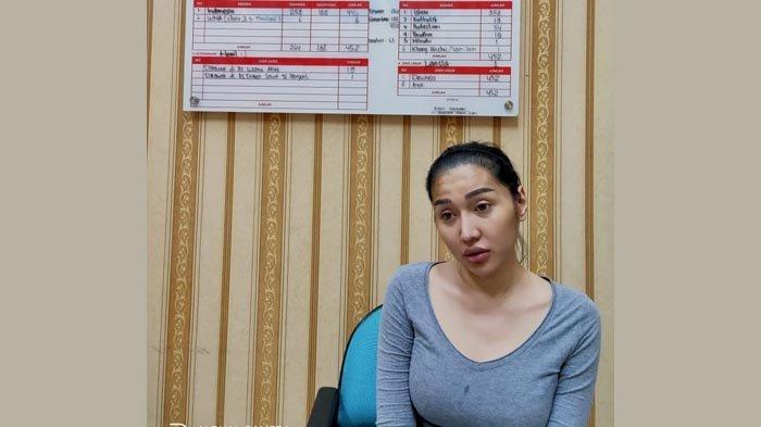 Lagi Nongkrong Sambil Main Ponsel, Mantan Manajer Lucinta Luna Mendadak Dipukul Orang hingga Terluka