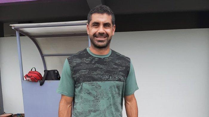 Pelatih Persita Tangerang U-20 Penyayang Binatang, Punya 8 Peliharaan di Rumahnya