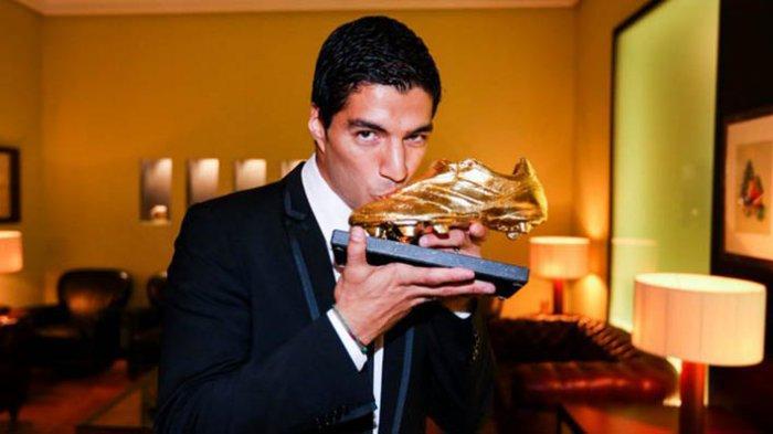 Luis Suarez meraih gelar pencetak gol terbanyak