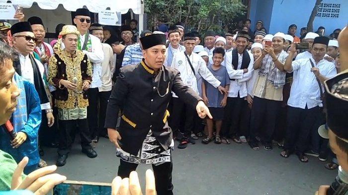 VIDEO: Arak-arakan Warga Halim Rayakan Ulang Tahun Jakarta, Lurah Pun Ditantang Silat Palang Pintu