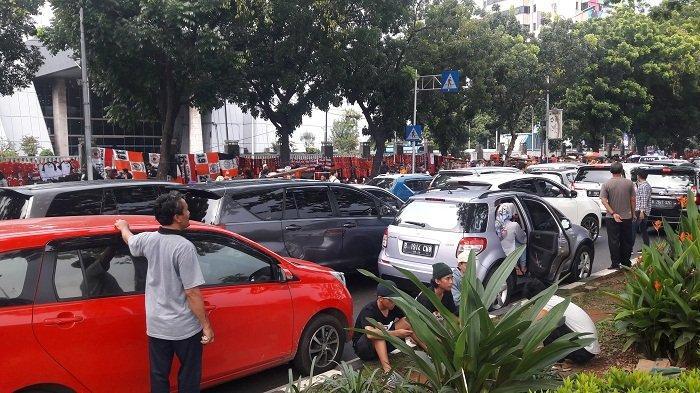 Imbas Persija vs Mitra Kukar, Lalu Lintas Jalan Gerbang Pemuda Lumpuh Total