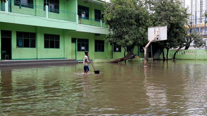 VIDEO: Terendam Banjir, MTs Nur Attaqwa Liburkan Kegiatan Belajar