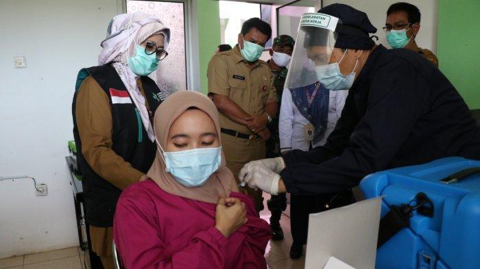 Vaksinasi Covid-19 Massal, 90 Persen Tenaga Kesehatan Puskesmas Kecamatan Pademangan Divaksinasi